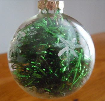 how to make a tinsel Christmas ornament