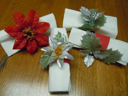 Poinsettia napkin rings for christmas craft ideas mightylinksfo