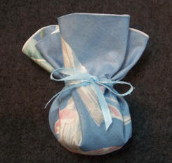 Tie sachet closed with ribbon