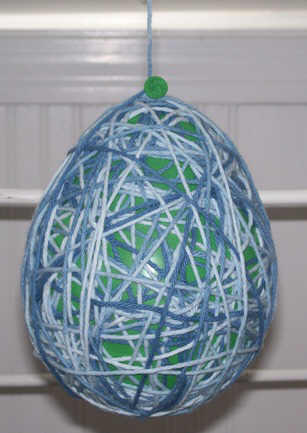 Wrap cotton yarn around a balloon - string Easter egg