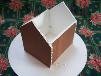 step by step crafting instructions to make a gingerbread house