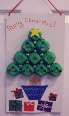 Christmas craft make a christmas tree from eggcartons for Christmas decorations using egg cartons