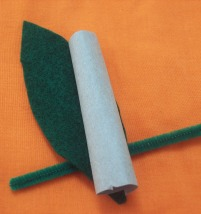 Lay leaf and stem ontop of a pipecleaner