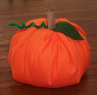 make a pumpkin using a toilet tissue roll, polyeste fiberfil and fabric