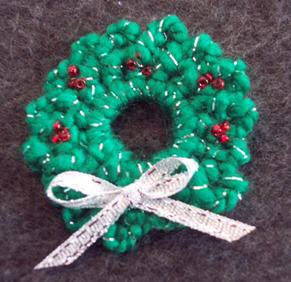 Crochet free pattern to make a wreath pin for christmas craft elf crochet wreath pin crochet wreath pattern dt1010fo