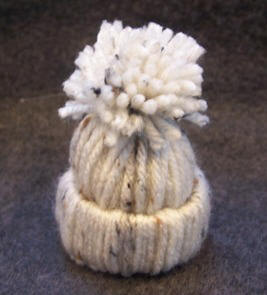 how to make hat ornament from yarn & cardboard tube