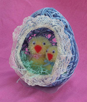 ����� ����� ������� ������� ���� String Easter Egg with chicks.JPG