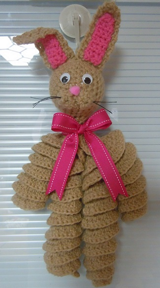 how to crochet an Easte bunny decoration