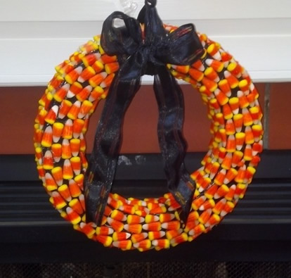 how to make a Halloween wreath from candy corn